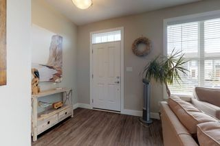 Photo 3: 2125 24 Street in Edmonton: Zone 30 Attached Home for sale : MLS®# E4163294