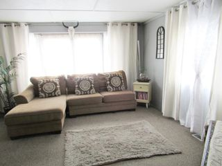 """Photo 8: 75 95 LAIDLAW Road in Smithers: Smithers - Rural Manufactured Home for sale in """"MOUNTAIN VIEW MOBILE HOME PARK"""" (Smithers And Area (Zone 54))  : MLS®# R2399159"""