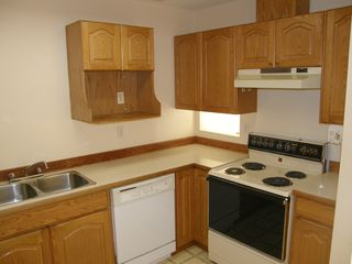 Photo 8: 4 23580 Dewdney Trunk Road in St George's Village: Home for sale : MLS®# V975203