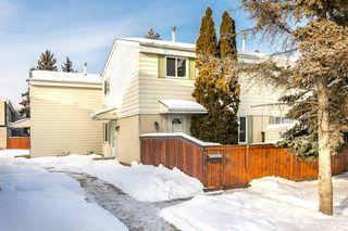 Photo 1: 211 PRIMROSE GARDENS Gardens in Edmonton: Zone 20 Townhouse for sale : MLS®# E4187396