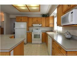 Photo 5: 77 595 Yates Road in Kelowna: Commercial for sale : MLS®# 10055668