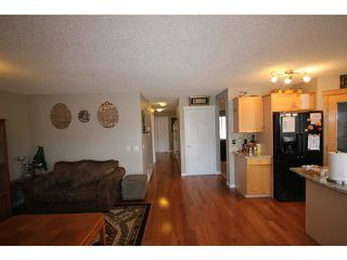 Photo 7: 16 SADDLECREST Close NE in CALGARY: Saddleridge Residential Detached Single Family for sale (Calgary)  : MLS®# C3603823