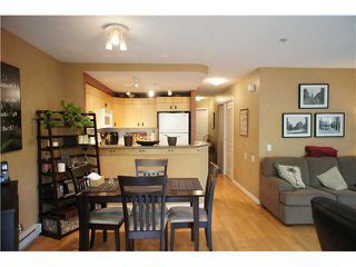 """Photo 4: 71 7488 SOUTHWYNDE Avenue in Burnaby: South Slope Townhouse for sale in """"LEDGESTONE 1"""" (Burnaby South)  : MLS®# V1059651"""