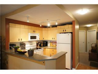 """Photo 7: 71 7488 SOUTHWYNDE Avenue in Burnaby: South Slope Townhouse for sale in """"LEDGESTONE 1"""" (Burnaby South)  : MLS®# V1059651"""