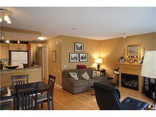 """Photo 3: 71 7488 SOUTHWYNDE Avenue in Burnaby: South Slope Townhouse for sale in """"LEDGESTONE 1"""" (Burnaby South)  : MLS®# V1059651"""