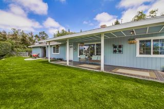 Photo 3: VISTA House for sale : 4 bedrooms : 1668 Alta Vista