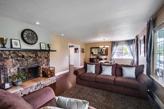 Photo 5: VISTA House for sale : 4 bedrooms : 1668 Alta Vista