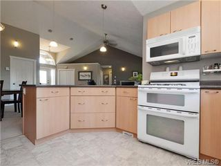 Photo 7: 560 Tory Pl in VICTORIA: Co Triangle Single Family Detached for sale (Colwood)  : MLS®# 730544