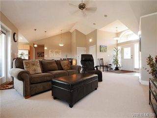Photo 3: 560 Tory Pl in VICTORIA: Co Triangle Single Family Detached for sale (Colwood)  : MLS®# 730544