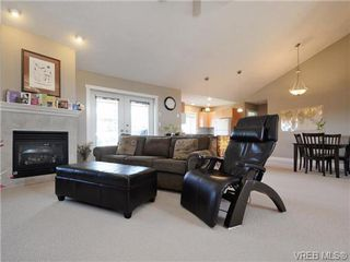Photo 4: 560 Tory Pl in VICTORIA: Co Triangle Single Family Detached for sale (Colwood)  : MLS®# 730544