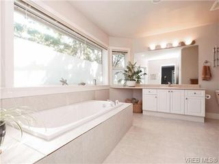 Photo 9: 560 Tory Pl in VICTORIA: Co Triangle Single Family Detached for sale (Colwood)  : MLS®# 730544