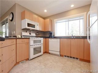 Photo 6: 560 Tory Pl in VICTORIA: Co Triangle Single Family Detached for sale (Colwood)  : MLS®# 730544