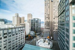 """Photo 1: 1407 438 SEYMOUR Street in Vancouver: Downtown VW Condo for sale in """"The Conference Plaza"""" (Vancouver West)  : MLS®# R2119357"""