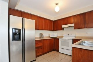 Photo 3: 1532 Sarasota Crescent in Oshawa: Samac House (2-Storey) for sale : MLS®# E3665030