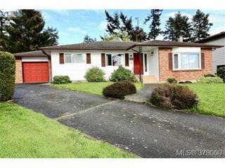 Main Photo: 484 Leaside Avenue in VICTORIA: SW Glanford Single Family Detached for sale (Saanich West)  : MLS®# 378000