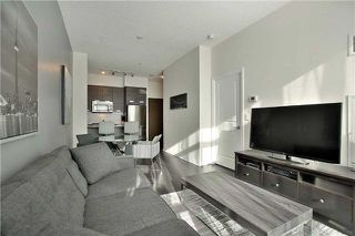 Photo 7: 303 75 W Eglinton Avenue in Mississauga: Hurontario Condo for sale : MLS®# W3981219