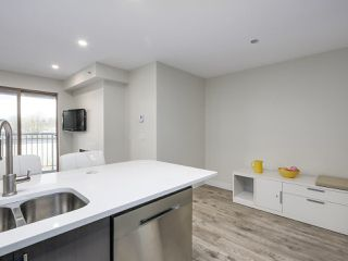 "Photo 5: 401 688 E 16TH Avenue in Vancouver: Fraser VE Condo for sale in ""VINTAGE EASTSIDE"" (Vancouver East)  : MLS®# R2223422"