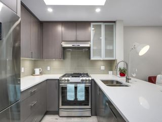 "Photo 2: 401 688 E 16TH Avenue in Vancouver: Fraser VE Condo for sale in ""VINTAGE EASTSIDE"" (Vancouver East)  : MLS®# R2223422"