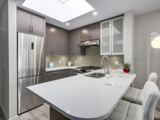 "Photo 3: 401 688 E 16TH Avenue in Vancouver: Fraser VE Condo for sale in ""VINTAGE EASTSIDE"" (Vancouver East)  : MLS®# R2223422"