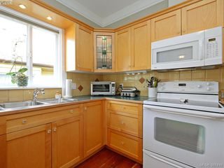 Photo 12: 608 Harbinger Avenue in VICTORIA: Vi Fairfield East Townhouse for sale (Victoria)  : MLS®# 387416