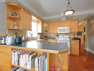 Photo 9: 608 Harbinger Avenue in VICTORIA: Vi Fairfield East Townhouse for sale (Victoria)  : MLS®# 387416