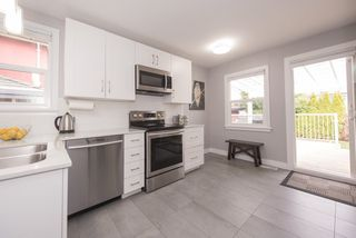 Photo 5: 4582 HARRIET Street in Vancouver: Fraser VE House for sale (Vancouver East)  : MLS®# R2245055