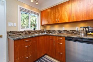 Photo 7: 420 Richmond Ave in VICTORIA: Vi Fairfield East House for sale (Victoria)  : MLS®# 806983