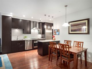 Photo 2: 1419 W 11TH Avenue in Vancouver: Fairview VW Townhouse for sale (Vancouver West)  : MLS®# R2359397