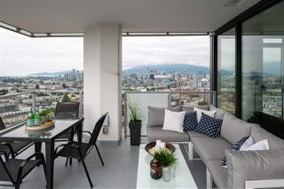 """Photo 5: 1810 285 E 10TH Avenue in Vancouver: Mount Pleasant VW Condo for sale in """"THE INDEPENDENT"""" (Vancouver West)  : MLS®# R2387588"""
