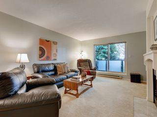 Photo 2: 205 1436 Harrison St in VICTORIA: Vi Downtown Condo for sale (Victoria)  : MLS®# 820345