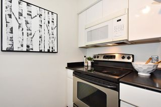 "Photo 11: 219 3250 W BROADWAY Avenue in Vancouver: Kitsilano Condo for sale in ""WEST POINTE"" (Vancouver West)  : MLS®# R2404489"