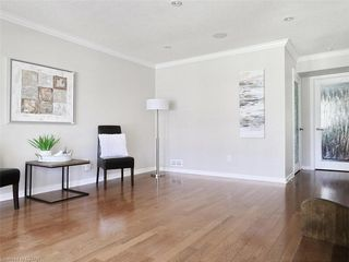 Photo 10: 34 GARDENVALE Crescent in London: South N Residential for sale (South)  : MLS®# 258059
