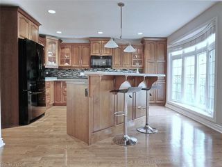 Photo 18: 34 GARDENVALE Crescent in London: South N Residential for sale (South)  : MLS®# 258059