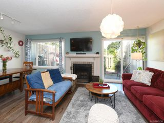 Photo 3: 111 3048 Washington Ave in : Vi Rock Bay Row/Townhouse for sale (Victoria)  : MLS®# 845736