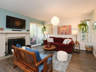 Photo 4: 111 3048 Washington Ave in : Vi Rock Bay Row/Townhouse for sale (Victoria)  : MLS®# 845736