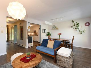 Photo 5: 111 3048 Washington Ave in : Vi Rock Bay Row/Townhouse for sale (Victoria)  : MLS®# 845736
