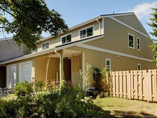 Photo 2: 111 3048 Washington Ave in : Vi Rock Bay Row/Townhouse for sale (Victoria)  : MLS®# 845736
