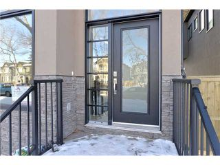 Photo 2: 329 18 Avenue NW in CALGARY: Mount Pleasant Residential Attached for sale (Calgary)  : MLS®# C3594923