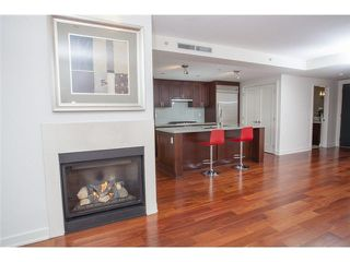 "Photo 2: 104 3595 W 18TH Avenue in Vancouver: Dunbar Townhouse for sale in ""DUKE ON DUNBAR"" (Vancouver West)  : MLS®# V1123567"