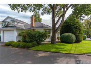 Photo 2: 3 1968 Cultra Ave in SAANICHTON: CS Saanichton Row/Townhouse for sale (Central Saanich)  : MLS®# 711060