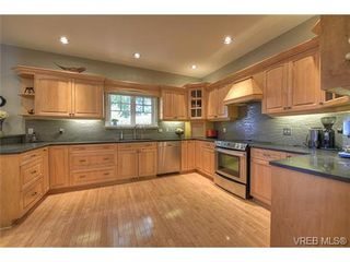 Photo 6: 3420 Persimmon Dr in VICTORIA: SE Maplewood House for sale (Saanich East)  : MLS®# 731177