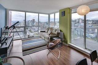 "Photo 5: 1706 125 COLUMBIA Street in New Westminster: Downtown NW Condo for sale in ""NORTHBANK"" : MLS®# R2167534"
