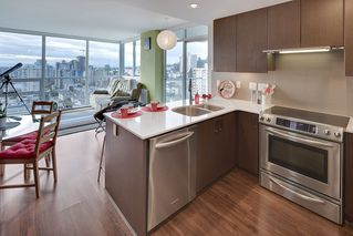 "Photo 7: 1706 125 COLUMBIA Street in New Westminster: Downtown NW Condo for sale in ""NORTHBANK"" : MLS®# R2167534"