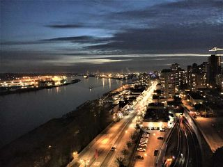 "Photo 1: 1706 125 COLUMBIA Street in New Westminster: Downtown NW Condo for sale in ""NORTHBANK"" : MLS®# R2167534"