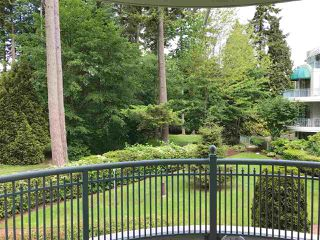 """Photo 10: 206 1725 MARTIN Drive in Surrey: Sunnyside Park Surrey Condo for sale in """"Southwynd"""" (South Surrey White Rock)  : MLS®# R2172943"""