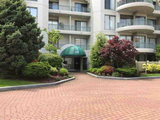 """Photo 2: 206 1725 MARTIN Drive in Surrey: Sunnyside Park Surrey Condo for sale in """"Southwynd"""" (South Surrey White Rock)  : MLS®# R2172943"""