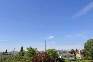 Photo 12: 264 E 9TH Street in North Vancouver: Central Lonsdale House 1/2 Duplex for sale : MLS®# R2206867