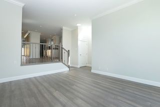 Photo 3: 264 E 9TH Street in North Vancouver: Central Lonsdale House 1/2 Duplex for sale : MLS®# R2206867