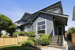 Photo 2: 264 E 9TH Street in North Vancouver: Central Lonsdale House 1/2 Duplex for sale : MLS®# R2206867