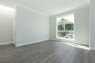 Photo 4: 264 E 9TH Street in North Vancouver: Central Lonsdale House 1/2 Duplex for sale : MLS®# R2206867